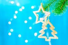 Julgarneringstjärna på trädjulbakgrunden arkivbild
