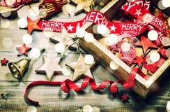 Julgarneringund smyckar ljusa effekter för tappning Arkivbilder