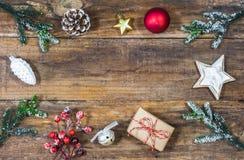Julgräns med traditionella symboler för jul Royaltyfria Foton