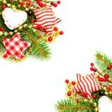 Julgränsen med evergreengräsplangran fattar Arkivfoto