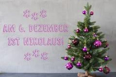 Julgran cementvägg, Nikolaus Means Nicholas Day Arkivbild