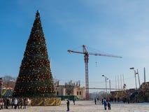 Julgran i den centrala fyrkanten av Vladivostok Fotografering för Bildbyråer