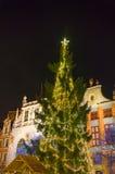 Julgran i den gamla staden Arkivbild