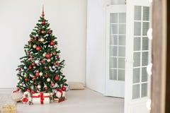 Julgran i den vita Hallen på jul Royaltyfri Fotografi