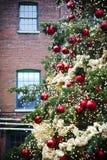 Julgran i det historiska området för spritfabrik, Toronto, Kanada arkivbilder