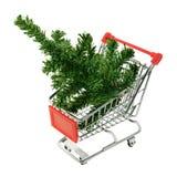 Julgran i en shoppingvagn Arkivbild