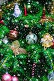 Julgran i garneringar liksom feer, fjäril, stearinljus Royaltyfri Bild