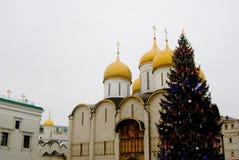 Julgran i MoskvaKreml Arkivbild