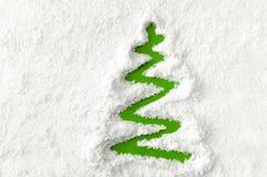 Julgran i snowen Royaltyfri Bild