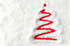 Julgran i snowen Arkivfoton