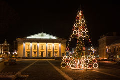 Julgran i staden Hall Square, Vilnius, Litauen Royaltyfria Bilder