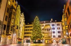 Julgran i stadsmitten av Innsbruck Royaltyfria Bilder