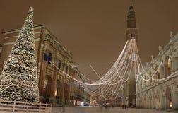Julgran i Vicenza City i nordliga Italien och den huvudsakliga måndagen Royaltyfria Bilder