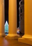 Julgran i Vilnius domkyrkafyrkant Arkivfoton