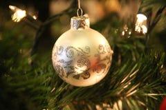 Julgran-, ljus- och silverjulgarnering Fotografering för Bildbyråer