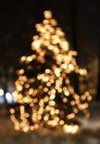 Julgran med att glöda för ljus Arkivfoto