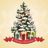 Julgran med bollar, godisen, gåvor och stearinljus klaus santa för frost för påsekortjul sky Royaltyfri Fotografi