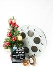 Julgran med den stor biorullen och filmclapperboard Royaltyfri Bild
