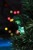 Julgran med girlanden Arkivfoto
