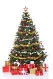 Julgran med gåvaaskar Arkivbild