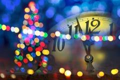 Julgran med klockan för nytt år royaltyfria bilder