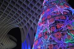 Julgran med kulöra ljus, Seville, Andalusia, Spanien fotografering för bildbyråer