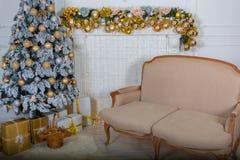 Julgran med lampor arkivbild