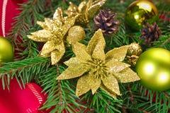 Julgran med prydnader Arkivfoto
