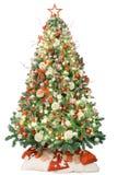 Julgran med retro garnering, ljus och gåvor bakgrund isolerad white royaltyfri fotografi