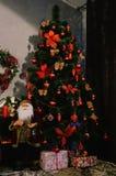Julgran med snow fotografering för bildbyråer