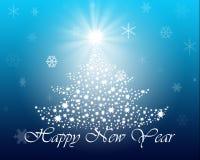 Julgran med stjärnor på blåttbakgrund Arkivfoton