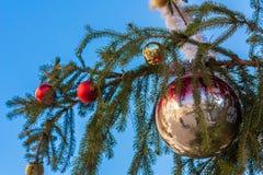 Julgran med toys Arkivbild