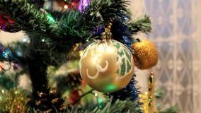 Julgran med toys stock video