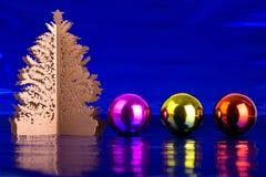 Julgran och bollar Royaltyfri Fotografi