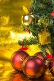 Julgran och gåva Arkivfoton