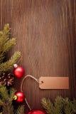 Julgran och garneringar på träbakgrund Fotografering för Bildbyråer