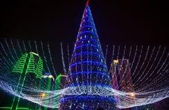 Julgran- och Grozny stad på natten Royaltyfria Bilder