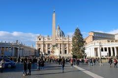Julgran och håla i Vaticanen arkivfoton