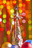 Julgran och julbollar Royaltyfri Bild