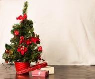 Julgran och kort för nytt år royaltyfri fotografi