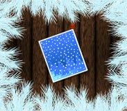 Julgran och kort som klämmas fast på trä Royaltyfria Foton