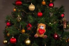 Julgran och prydnader arkivfoton