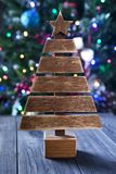 Julgran på bakgrund arkivfoton