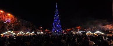 Julgran på fyrkanten royaltyfri fotografi