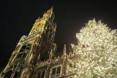 Julgran på Marienplatz Royaltyfri Bild