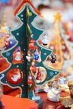 Julgran på marknadsföra Arkivfoto