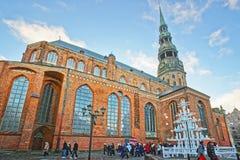 Julgran på den St Peter kyrkan i den gamla staden i Riga Arkivfoto