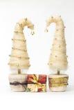Julgranar som göras av sisal royaltyfri bild