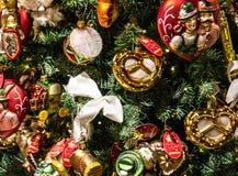 Julgrandetaljer i bayersk jul shoppar, Tyskland Royaltyfri Fotografi