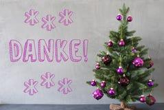 Julgranen cementväggen, Danke hjälpmedel tackar dig Royaltyfri Fotografi